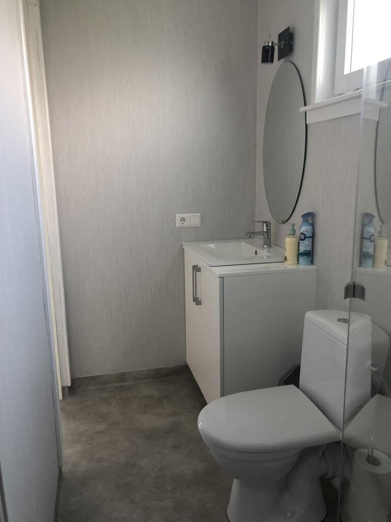 Tualetas vonios kambaryje