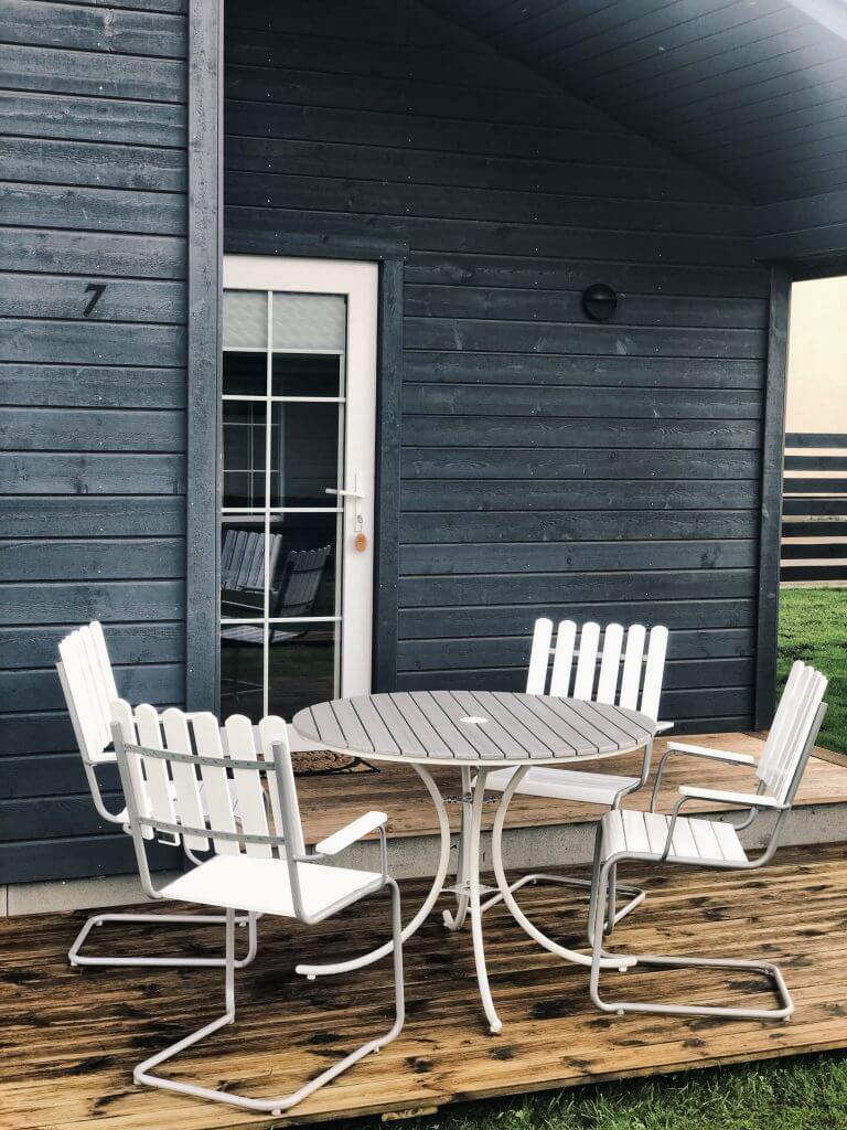 Lauko baldai - 4 kėdes ir stalas kiekvienam nameliui